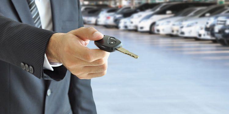 Planujesz wynajem samochodu z wypożyczalni? Zapoznaj się z naszymi poradami Sztafeta.pl