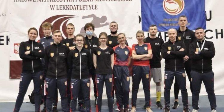 Korona Szczecin wzmocniona reprezentantkami SKB Stalowa Wola, Ewą Urban (piąta od prawej) i stojącą obok niej Barbarą Skrzypczak zajęła trzecie miejsce w klasyfikacji medalowej