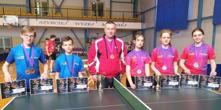 Od lewej: Kamil Kos, Bartłomiej Życzyński, Paweł Kos, Zuzanna Krawiec, Kamila Ozga, Loretta Popek