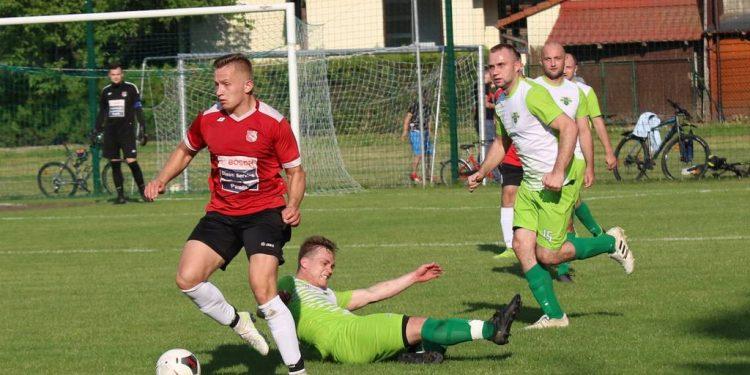 Piłka nożna, A klasa, grupa I. San Stalowa Wola pokonał Wichry Rzeczyca Długa. To druga z rzędu porażka lidera Sztafeta.pl