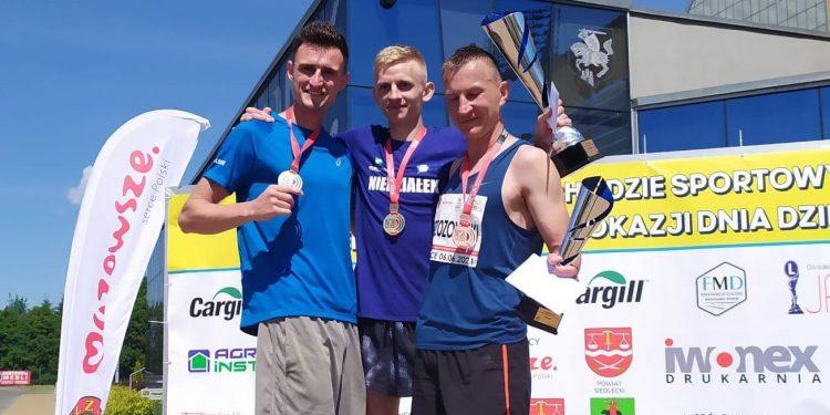 Medaliści MP w chodzie na 20 km Siedlce 2021, od lewej: Dawid Tomala, Łukasz Niedziałek i Artur Brzozowski   Fot. G.Tomala