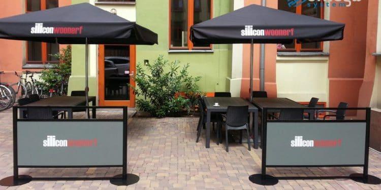 Przygotuj ogródek restauracyjny na przyjęcie gości. Pomogą specjalne płotki Sztafeta.pl