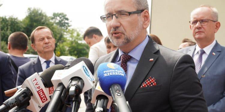 Minister zdrowia Adam Niedzielski w gminie Jeżowe. Konfrontacja z przeciwnikami szczepień Sztafeta.pl