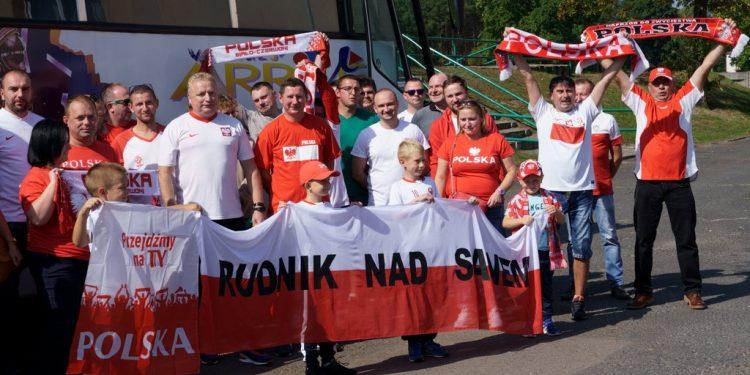 Kibice z Rudnika nad Sanem przed wyjazdem na mecz Polska – Anglia